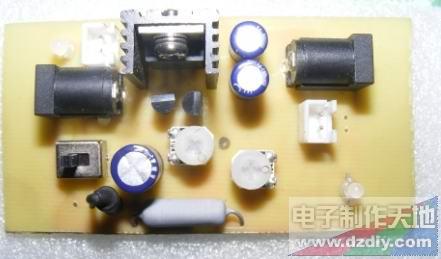 设计 充电器/这是充电器的实物正面图,左边为DC18V输入,右边为VOUT充电...