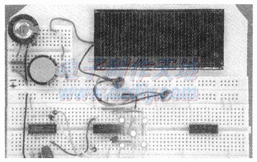 一种用于面包板电路实验的太阳能光伏片电源装置--能